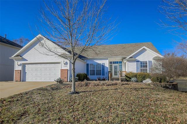 11508 N Madison Avenue, Kansas City, MO 64155 (#2143520) :: Dani Beyer Real Estate