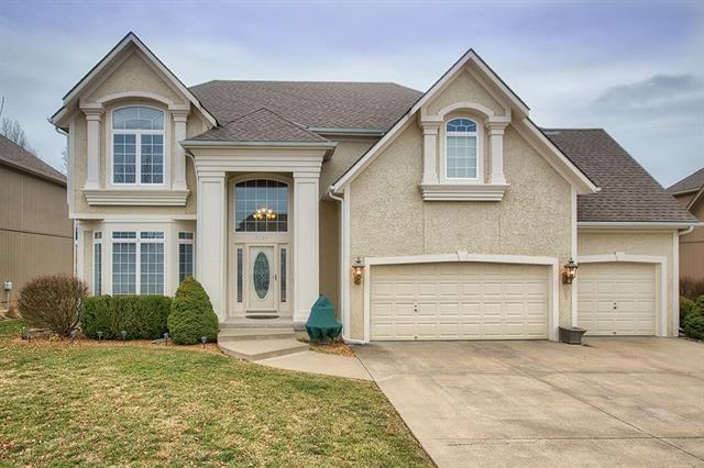 5731 NE Timber Hills Drive, Lee's Summit, MO 64064 (#2143532) :: House of Couse Group