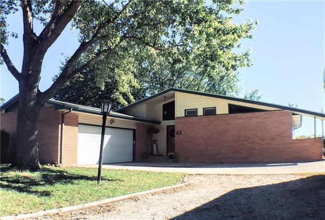 628 Delaware Drive, Ozawkie, KS 66070 (#2143557) :: Edie Waters Network
