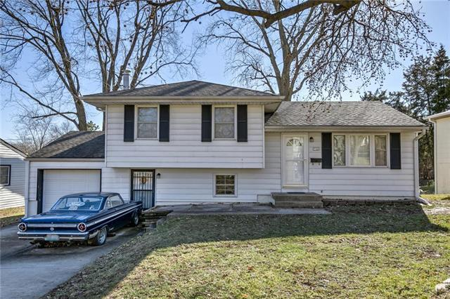 7733 NE 51st Street, Kansas City, MO 64119 (#2143569) :: Edie Waters Network