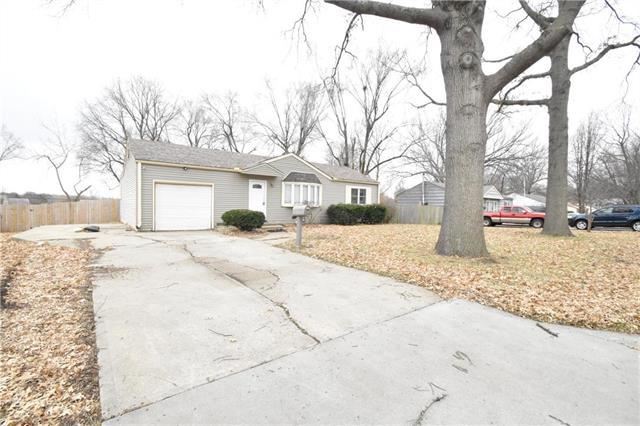 8405 E 86th Terrace, Raytown, MO 64138 (#2143640) :: Edie Waters Network