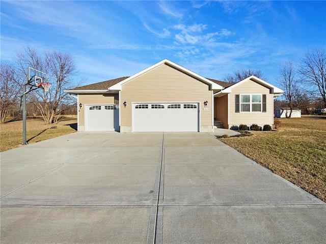 13620 Ellen Lane, Kansas City, MO 64163 (#2143644) :: Edie Waters Network