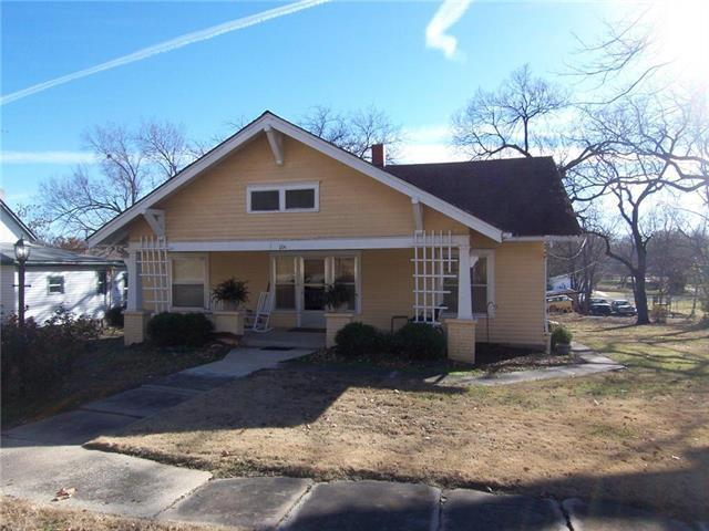 104 W 10th Street, Pleasanton, KS 66075 (#2143742) :: House of Couse Group