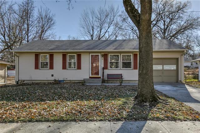 5215 NE 44th Terrace, Kansas City, MO 64117 (#2143762) :: The Gunselman Team