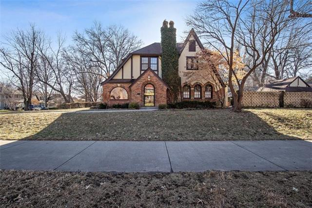 1 W Meyer Boulevard, Kansas City, MO 64113 (#2143794) :: Edie Waters Network