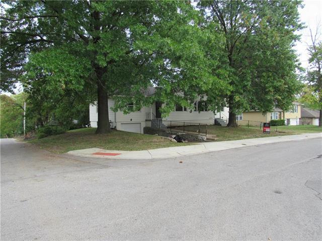 2501 Oakley Avenue, Kansas City, MO 64127 (#2143812) :: House of Couse Group