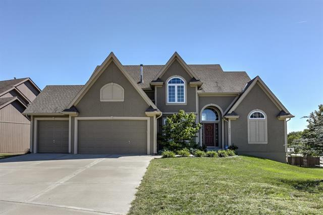 3901 NE 95th Terrace, Kansas City, MO 64156 (#2143835) :: Edie Waters Network