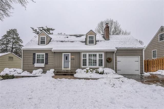 4826 W 78TH Terrace, Prairie Village, KS 66208 (#2143875) :: House of Couse Group