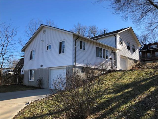 2000 E 48 Street, Kansas City, MO 64130 (#2143983) :: Edie Waters Network