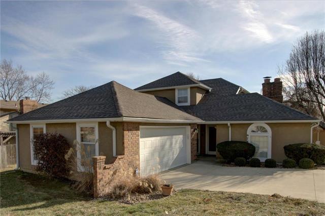 9741 Nieman Place, Overland Park, KS 66214 (#2144082) :: No Borders Real Estate