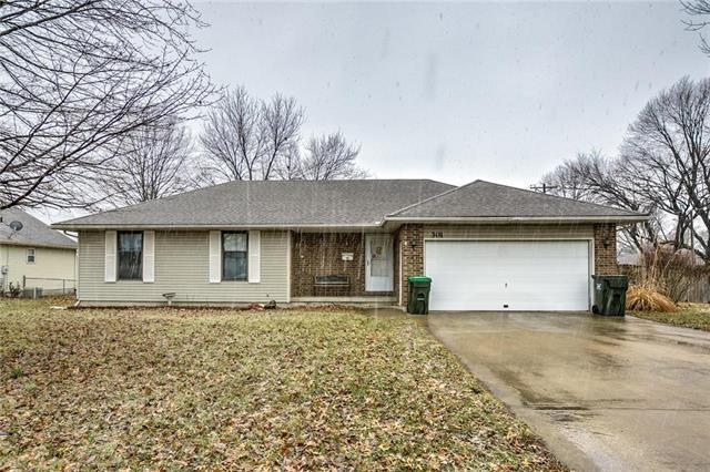 301 S Johnson Drive, Odessa, MO 64076 (#2144181) :: Edie Waters Network