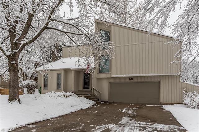 6601 Cottonwood Drive, Shawnee, KS 66216 (#2144379) :: House of Couse Group