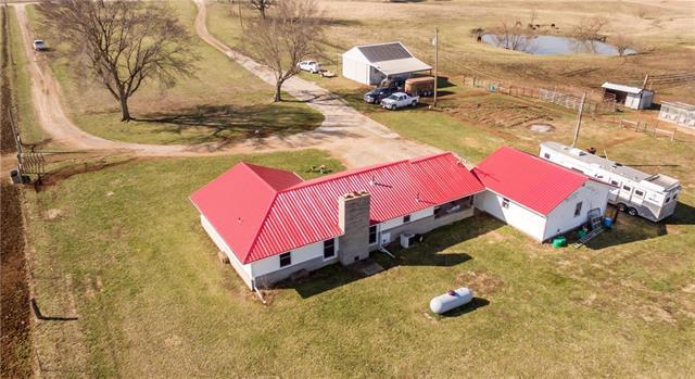 2221 Wagon Road, Fort Scott, KS 66701 (#2144758) :: House of Couse Group