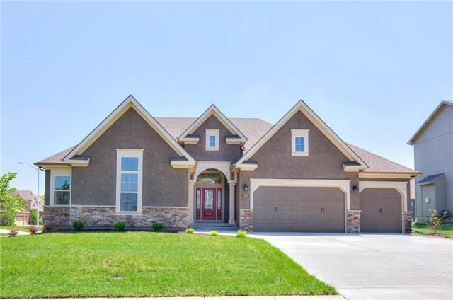 5825 Barn Hill Road, Parkville, MO 64152 (#2144782) :: Edie Waters Network