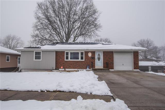 1734 N Pleasant Street, Independence, MO 64050 (#2144813) :: Edie Waters Network