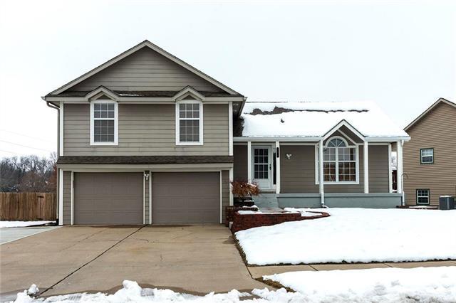 700 NE Deerbrook Street, Lee's Summit, MO 64086 (#2144828) :: House of Couse Group