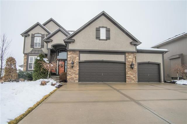 10831 S Appleridge Lane, Olathe, KS 66061 (#2144838) :: House of Couse Group