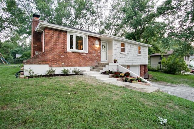 901 NE 114TH Terrace, Kansas City, MO 64155 (#2144848) :: Dani Beyer Real Estate