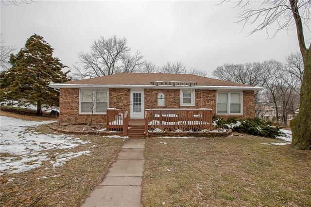 9720 NW Overhill Drive, Kansas City, MO 64152 (#2144901) :: Dani Beyer Real Estate