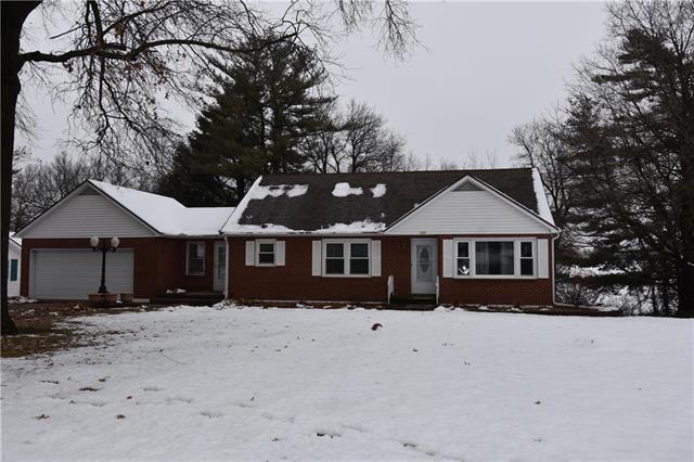 100 Edgewood Drive, Higginsville, MO 64037 (#2144934) :: Edie Waters Network