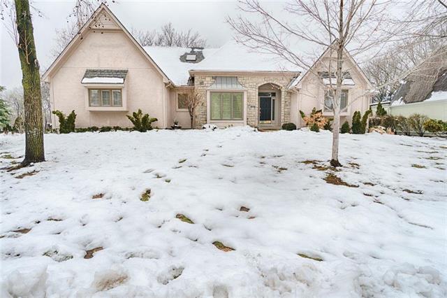 12613 Wenonga Lane, Leawood, KS 66209 (#2144951) :: House of Couse Group