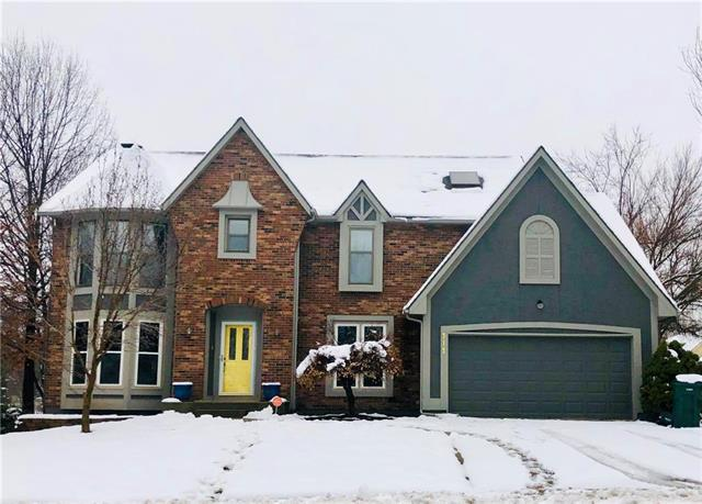 715 NW High Point Drive, Lee's Summit, MO 64081 (#2144962) :: House of Couse Group