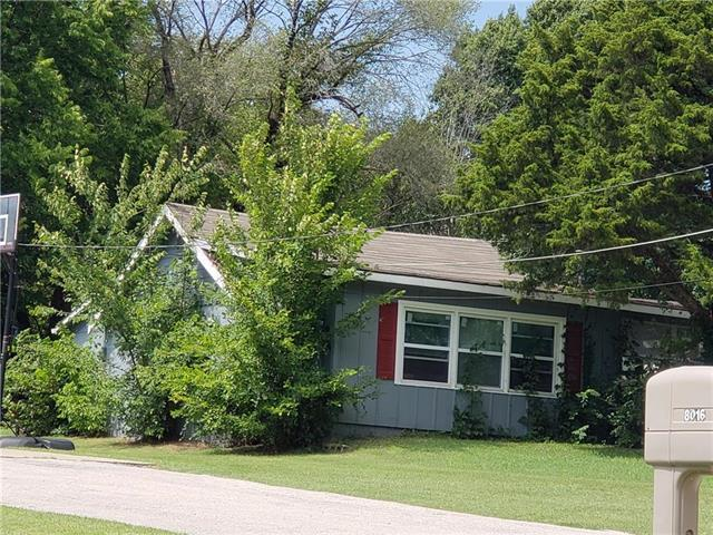 8014 Manning Street, Raytown, MO 64138 (#2145025) :: Edie Waters Network
