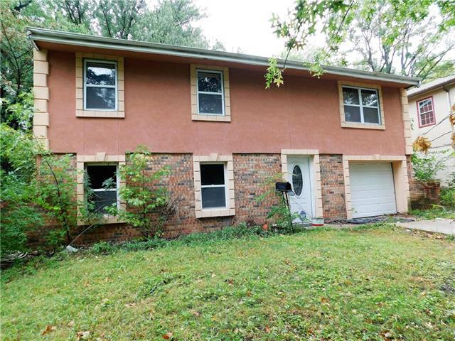 4813 N Wallace Drive, Kansas City, MO 64119 (#2145043) :: Edie Waters Network