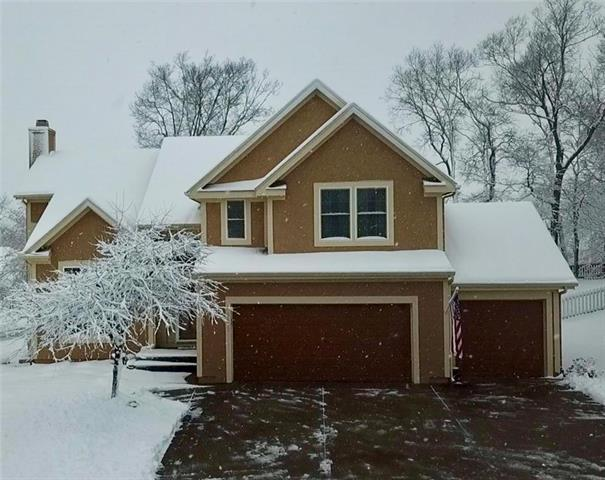 9612 N Laurel Avenue, Kansas City, MO 64157 (#2145085) :: House of Couse Group