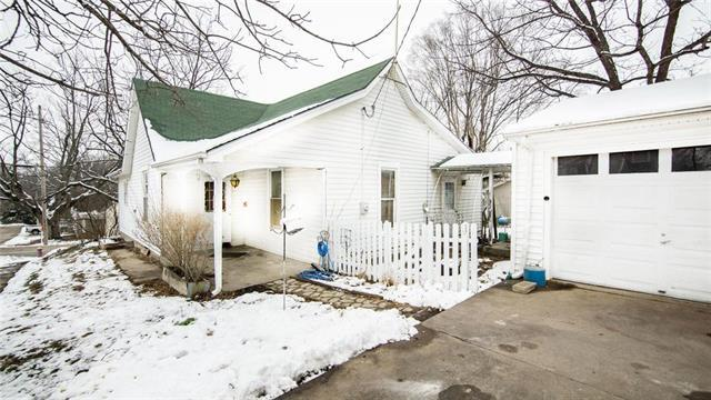 104 E 4th Street, Dearborn, MO 64439 (#2145103) :: Kansas City Homes