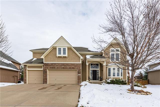 2308 NE Sweet Water Drive, Lee's Summit, MO 64086 (#2145211) :: Kansas City Homes