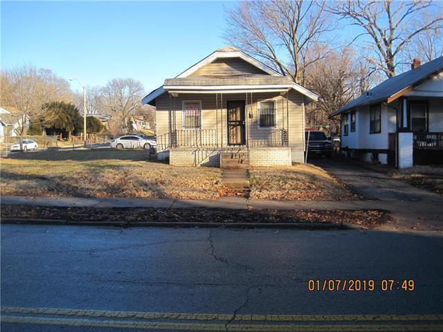 2304 E 59th Street, Kansas City, MO 64130 (#2145215) :: Edie Waters Network