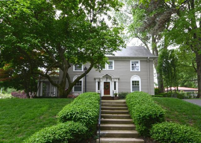 401 W 57th Terrace, Kansas City, MO 64112 (#2145220) :: Edie Waters Network