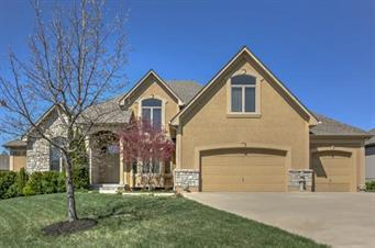 1524 NE Woodland Shores Terrace, Lee's Summit, MO 64086 (#2145252) :: The Gunselman Team