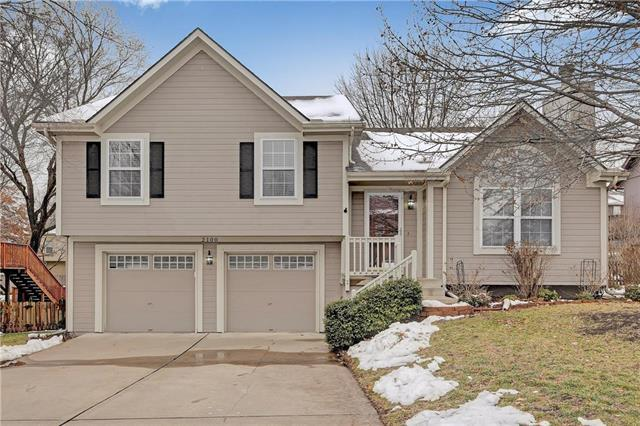 2100 SW Sterling Drive, Lee's Summit, MO 64081 (#2145264) :: Kansas City Homes