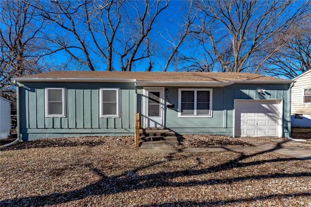 9404 Stark Avenue, Kansas City, MO 64138 (#2145329) :: Kansas City Homes