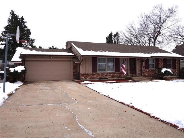 3912 E 104th Street, Kansas City, MO 64137 (#2145338) :: Edie Waters Network