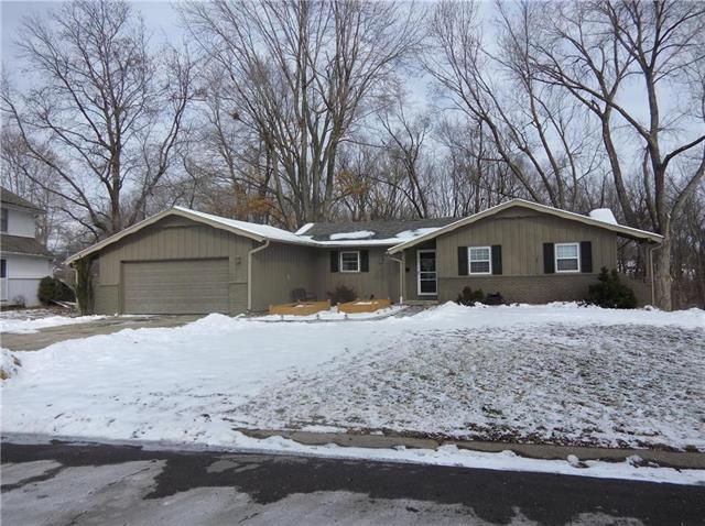 8807 Evanston Way, Kansas City, MO 64138 (#2145340) :: Kansas City Homes
