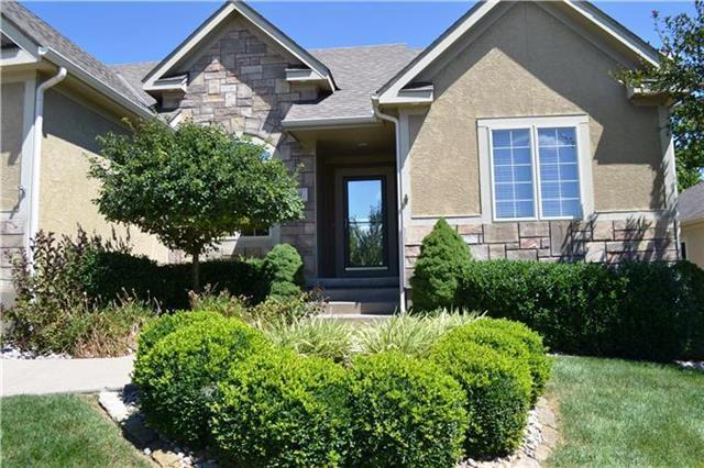 1711 NW Hedgewood Drive, Grain Valley, MO 64029 (#2145351) :: Kansas City Homes