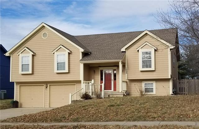 1024 SE 10th Street, Lee's Summit, MO 64081 (#2145360) :: House of Couse Group
