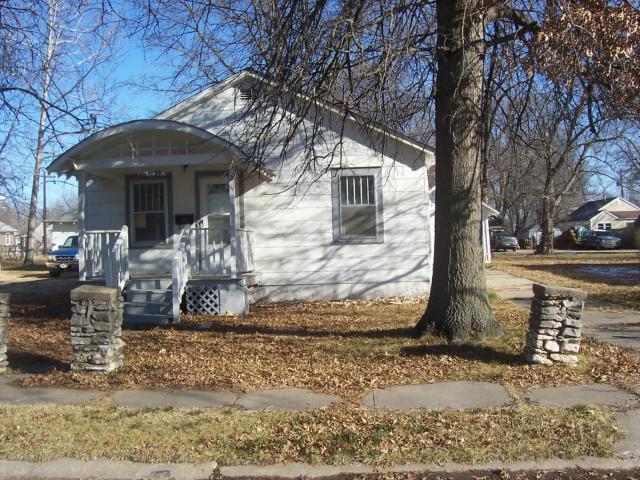 1129 5th Street, Osawatomie, KS 66064 (#2145366) :: Edie Waters Network