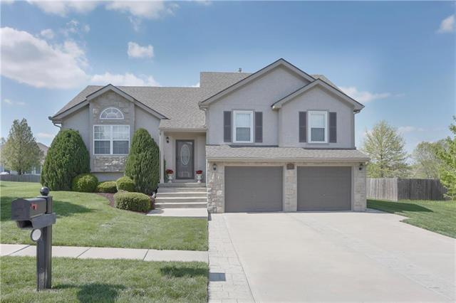 16010 Landauer Street, Basehor, KS 66007 (#2145391) :: Kansas City Homes