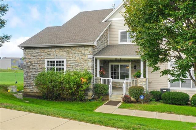11718 S Roundtree Street, Olathe, KS 66061 (#2145505) :: Team Real Estate