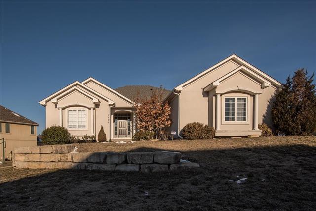 2401 NE Willow Creek Lane, Lee's Summit, MO 64086 (#2145746) :: Edie Waters Network