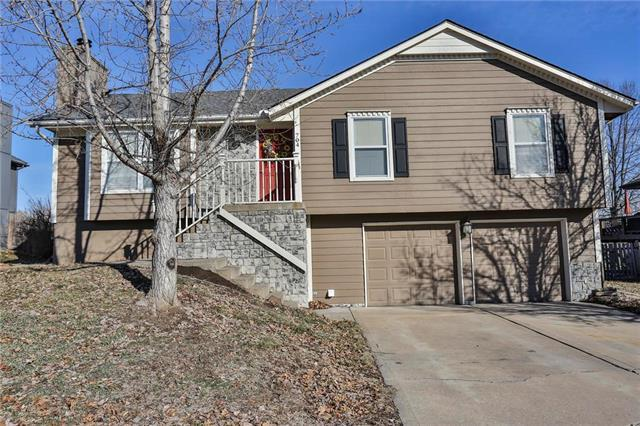 704 SW Nelson Drive, Grain Valley, MO 64029 (#2145799) :: Edie Waters Network