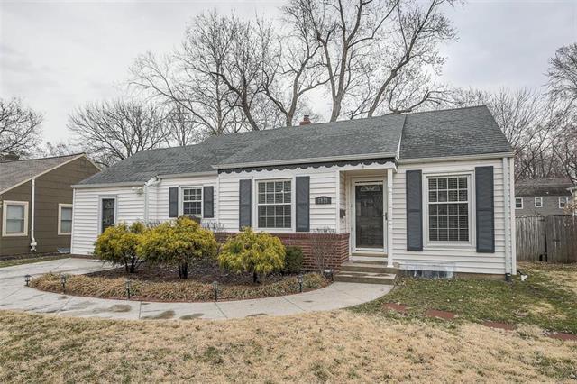 5929 Fontana Street, Fairway, KS 66205 (#2145951) :: House of Couse Group