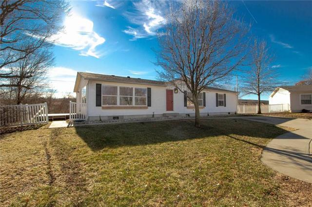 N Pomoan Avenue, Kansas City, MO 64163 (#2145961) :: The Gunselman Team