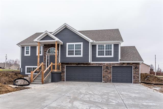 820 N Hickory Drive, Tonganoxie, KS 66086 (#2146052) :: No Borders Real Estate