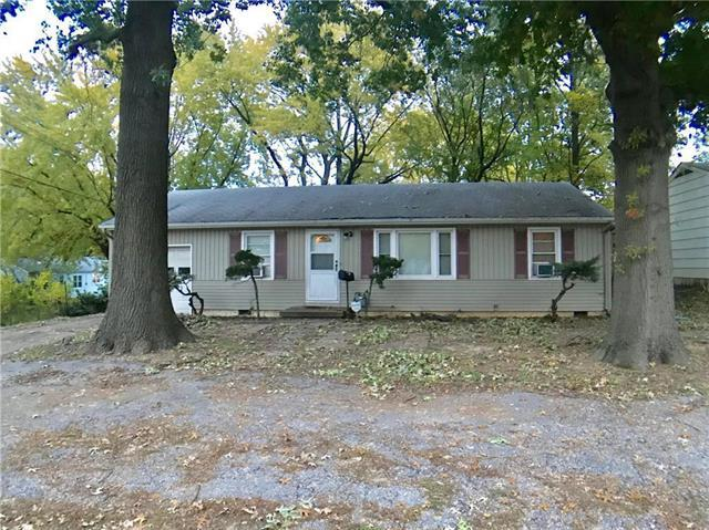 10105 Hillcrest Road, Kansas City, MO 64134 (#2146131) :: Edie Waters Network