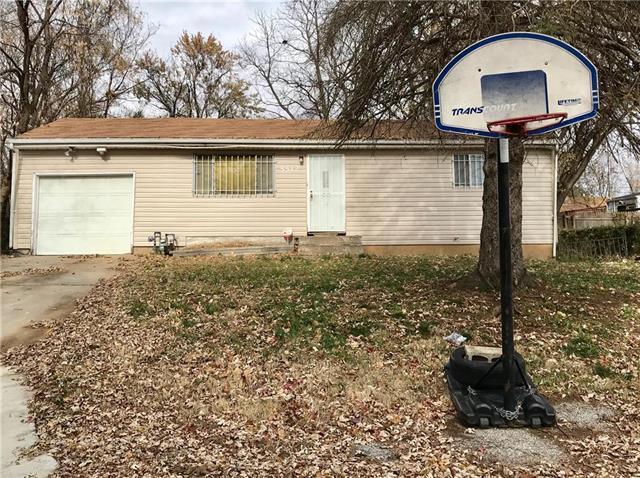 5512 E 25th Street, Kansas City, MO 64127 (#2146158) :: House of Couse Group